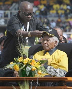 L'ancien président sud-africain, Nelson Mandela, lors d'une campagne de rassemblement à Johannesburg.  (Photo : AFP)