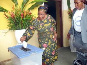 Les électeurs se rendent timidement aux urnes