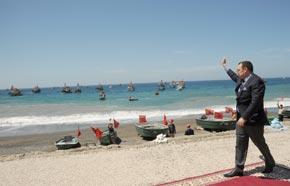 S.M. le Roi inaugure à Al Hoceïma un Centre socio-éducatif de qualification de femmes de marins-pêcheurs, grâce à un don du Souverain