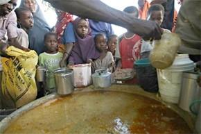 La sécheresse et les conflits aggravent la famine