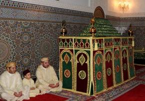 S.M. le Roi Amir Al Mouminine visite le Mausolée Moulay Ali Cherif