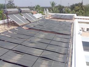 L'objectif que les pouvoirs publics se sont fixés en la matière est de parvenir à installer de capteurs solaires thermiques en 2012. (Photo : photovoltaique.blog.fr)