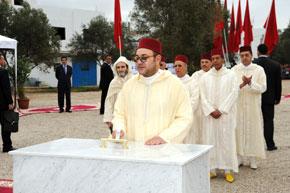 Le Souverain pose la première pierre pour la construction d'une mosquée à M'diq