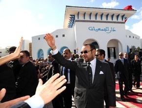 S.M. le Roi inaugure une Maison des associations à M'diq
