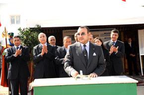 S.M. le Roi Mohammed VI pose à Fnideq la première pierre pour la construction d'un centre d'intégration des personnes à mobilité réduite