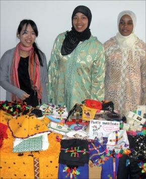 L'activité artisanale de ces femmes, notamment le tissage des habits, couvertures ou tapis génère une bonne partie du revenu familial