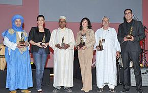 Une cérémonie de remise des Trophées  organisée à Marrakech, dans le cadre de la 6e édition du «Riad Art Expo 2010». (Photo : MAP)
