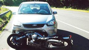 Sens dessus, sens dessous, les conducteurs de motocyclettes  surgissent parfois même du néant.