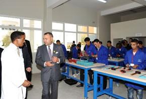 Le Souverain inaugure à Casablanca un Centre de formation professionnelle dans les métiers du bâtiment et pose la première pierre de deux Centres sociaux, d'un coût global de 28 millions DH