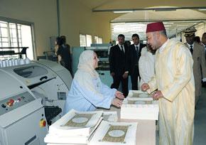Amir Al Mouminine inaugure le siège de la Fondation Mohammed VI pour l'édition du Saint Coran et visite l'imprimerie Fédala après sa rénovation, pour un coût global de 87,7 MDH
