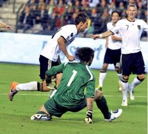 Klose offre un court succès à l'Allemagne