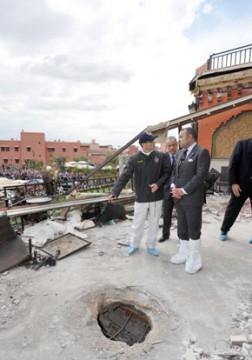 S.M. le Roi Mohammed VI se rend sur les lieux de l'attentat de Marrakech
