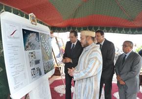 S.M. le Roi inaugure à Al-Hoceima la première tranche d'un complexe résidentiel de la Fondation Mohammed VI de promotion des oeuvres sociales de l'éducation-formation, d'un coût global de 140 MDH