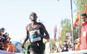 Victoire du Kényan Stephen Tum et de la Marocaine Soumiya Labani