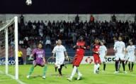 L'Olypic Safi, victorieux, lundi, de Widad Fès (2-0), assure à 90% son maintien chez l'élite. Les Safiots se hissent à la 8e place avec 31 points. Le WAF dégringole à la 13e place avec 25 points.
