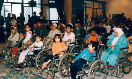 Une main tendue aux handicapés