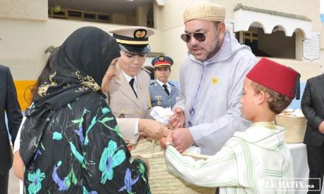 S.M. le Roi  lance l'opération «Ramadan 1433»  et pose la première pierre d'un centre de formation et de développement des compétences des jeunes à Témara