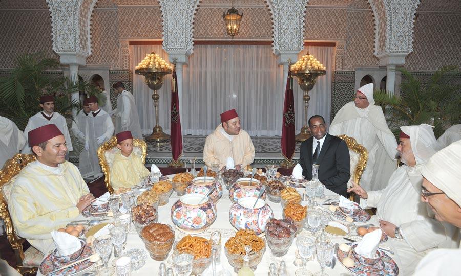 S.M. le Roi préside à Rabat une réception à l'occasion de la fête du Trône. (Photo : MAP)