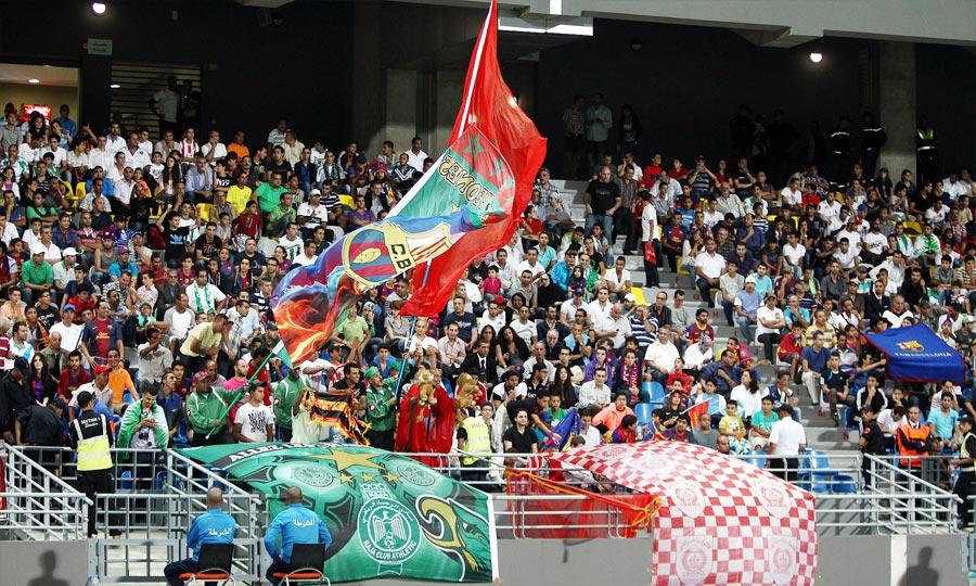 Un public nombreux venu de toutes les régions du Maroc assister au match amical, disputé entre le Raja Casablanca et le  FC Barcelone au Grand stade de Tanger. (Photo : MAP)