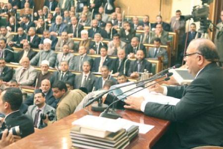La justice égyptienne suspend le Parlement