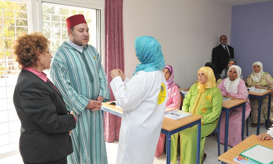 La politique de proximité engagée par S.M. le Roi, s'est vue une nouvelle fois concrétisée par l'inauguration, à Mohammedia, de plusieurs projets sociaux destinés à l'amélioration du cadre de vie de la population de la ville. (Photo : MAP)