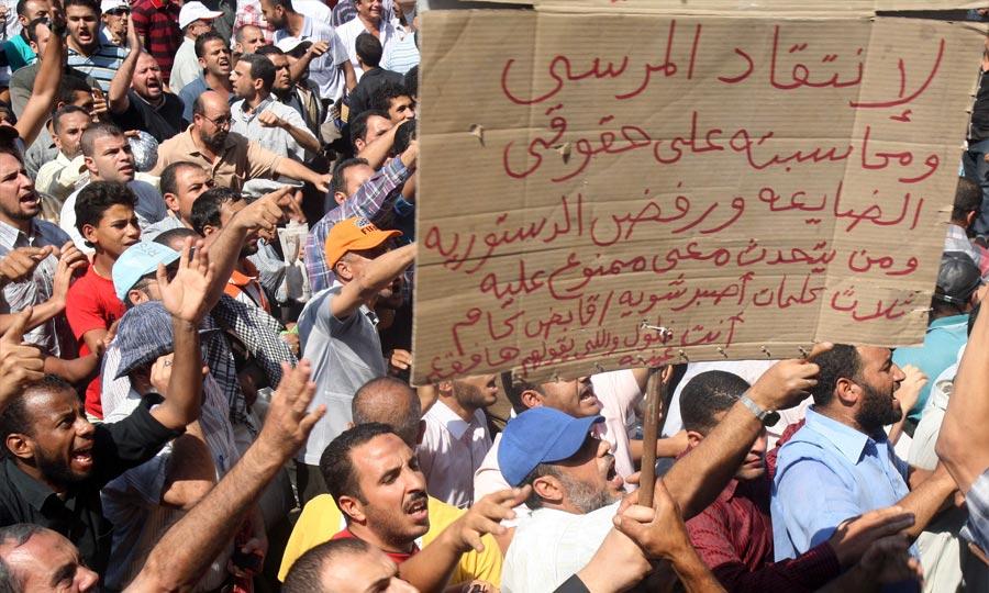 Des milliers d'Egyptiens sont descendus à la célèbre place Tahrir du Caire et dans d'autres villes du pays pour protester contre la décision de la justice innocentant des symboles de l'ancien régime. (Photo : MAP)