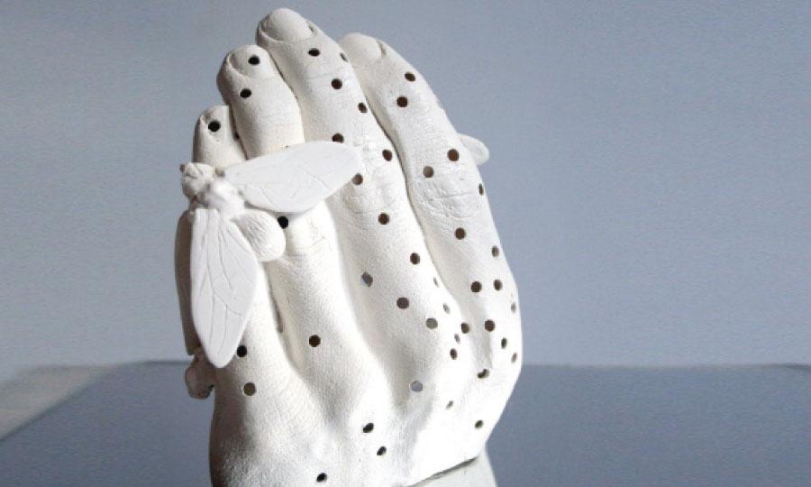 Amparo Sard laisse libre cours à son imagination en créant des formes pleines d'exubérance.