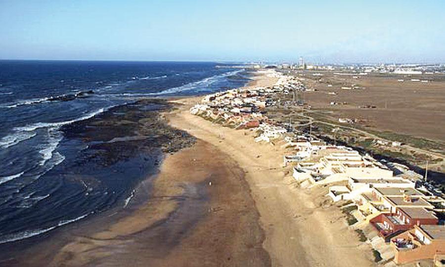 Selon certains élus, le nouveau plan n'a pas pris en considération l'ensablement de la plage du centre et le dessablement de Monica plage.