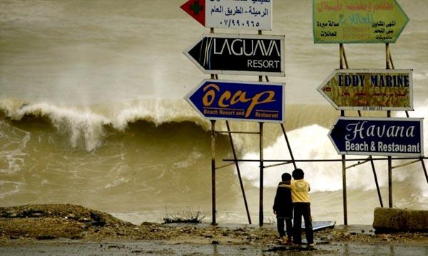 Au Liban, deux hommes sont morts dans des accidents  provoqués par le mauvais temps, et un bébé a été emporté par les eaux dans un village bédouin du centre du pays. Pho : AFP