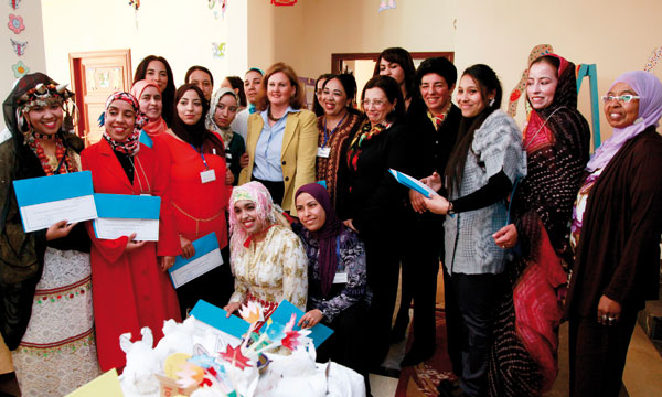 Son Altesse la Princesse Lalla Zineb lors de la cérémonie de remise des diplômes aux 15 éducatrices bénéficiaires de la formation.