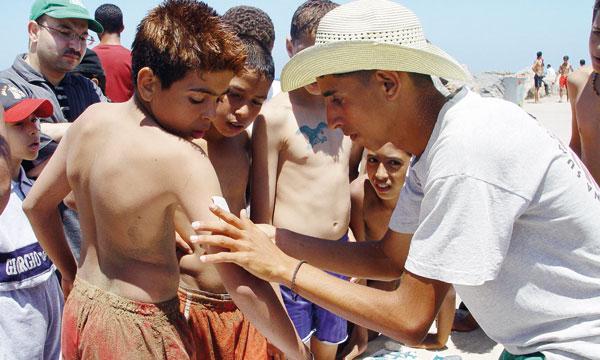 Le travail saisonnier permet aux adolescents de s'occuper durant l'été tout en se faisant de l'argent de poche.