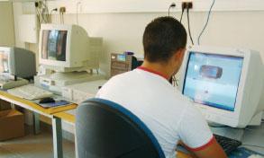 Les candidats doivent s'inscrire en ligne (www.codingame.com/cg/#!challenge:12) avant le 12 septembre.