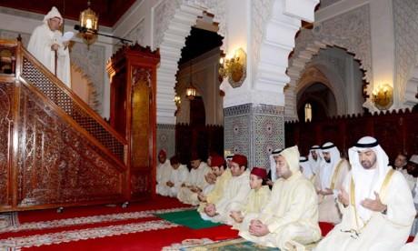 Amir Al-Mouminine accomplit la prière de l'Aïd Al-Adha et reçoit les vœux à cette occasion