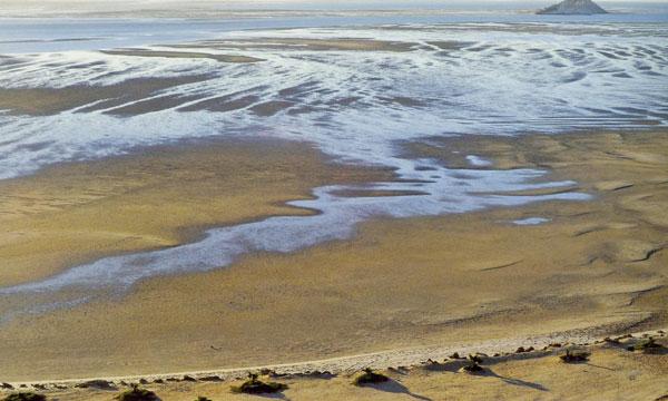 La baie de Dakhla est une source d'inspiration de plus d'un poète, et une destination de choix pour les amoureux des sports comme le surf…