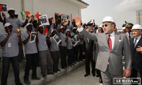 Le souverain lance à Abidjan  les travaux de réalisation  d'une usine de fabrication de sacs pour l'emballage de ciment et visite  la cimenterie du groupe «Addoha»