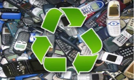 Lancement de l'opération « recyclage des téléphones usagés »