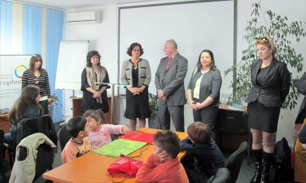 L'ambassadeur du Maroc à Sofia, Mme Latifa Akharbach, lors de l'ouverture, d'un atelier éducatif en faveur des enfants des réfugiés en Bulgarie, de différentes nationalités. Ph : MAP