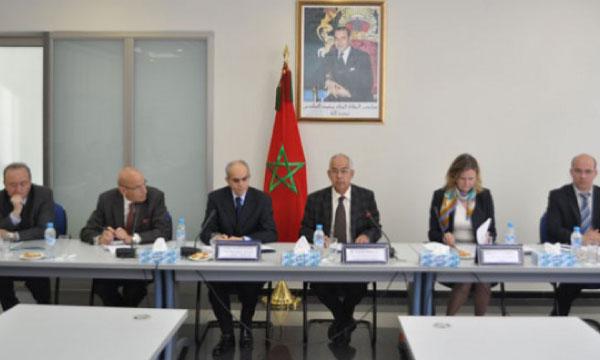 Une des rencontres de travail entre les membres de l'Institut et des personnalités canadiennes.