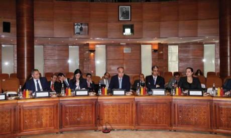 Salaheddine Mezouar préside la première réunion de la Commission mixte public-privé