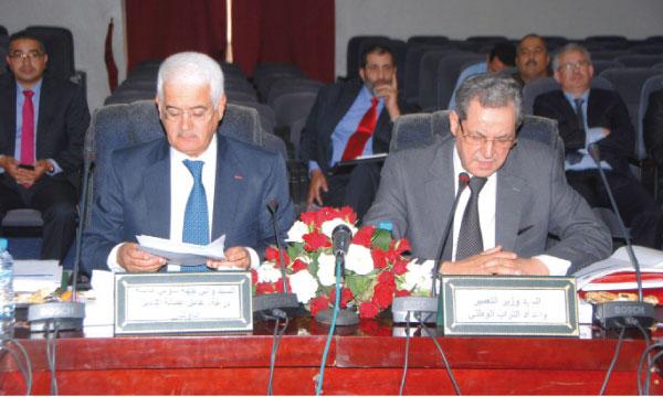 La réunion a été présidée par Mohand Laenser, ministre de l'Urbanisme et de l'aménagement du territoire national, en présence  du wali de la région Souss-Massa-Drâa, gouverneur de la préfecture Agadir Ida Outanane, Mohamed El Yazid Zellou.