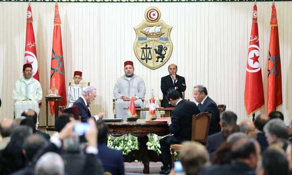 S.M. le Roi et le Président tunisien président la cérémonie de signature de 23 conventions bilatérales