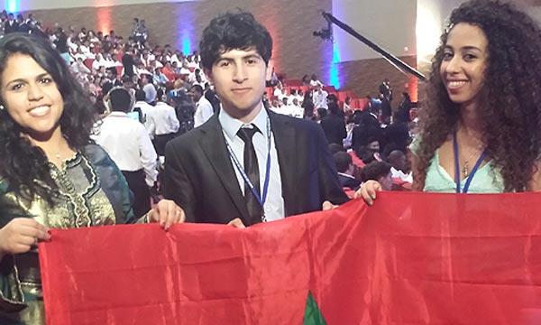 Présenter leur approche pour que les jeunes, soient plus impliqués, lors des processus des décisions : Sanaa, Ayoub et Meriem participent activement aux délibérations du conclave mondial de la jeunesse au Sri Lanka. Ph : MAP