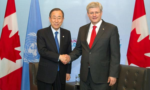 Le secrétaire général Ban Ki-moon avec le Premier ministre canadien, Stephen Harper. Ph : Onu