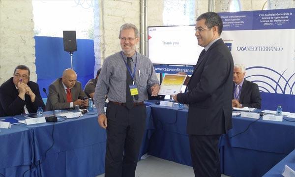 Cérémonie de remise,  à Alicante, sud-est de l'Espagne, du  prix de  l'AMAN,  du meilleur article 2013-2014, décerné à la MAP pour l'article du journaliste Houcine Maimouni. Ph : MAP