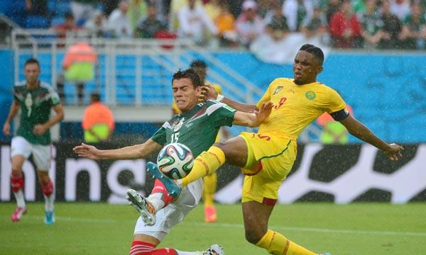 Les Mexicains ont donné une leçon de football collectif à une équipe de Cameroun sans identité. Les joueurs de Volker Finke ne se sont en effet que très rarement montré dangereux. Ph : AFP