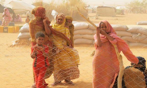 Les conditions de vie des 68 000 réfugiés maliens du camp de M'bera en Mauritanie sont toujours très dures, en raison de la chaleur (50 degrés) et d'un approvisionnement difficile en eau. Ph : fr.wfp.org