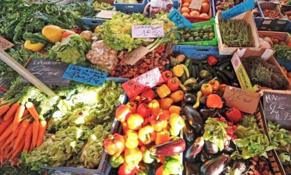 «Cent vingt-cinq millions d'euros seront débloqués pour soutenir les producteurs européens de fruits et légumes qui font face à l'embargo russe», a annoncé l'Union européenne. Ph : AFP