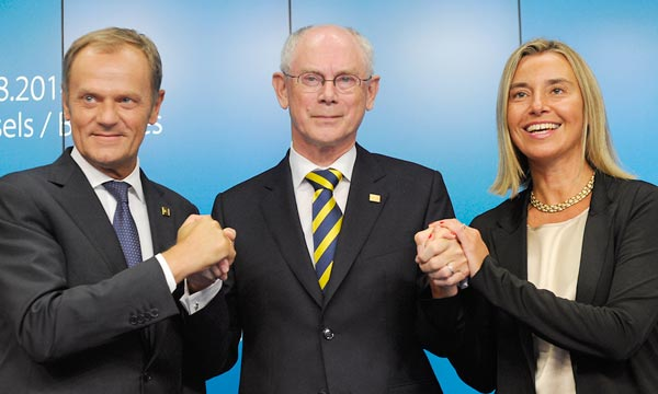 Le futur président du Conseil européen Donald Tusk, le président sortant Herman Van Rompuy et la nouvelle chef de la diplomatie Frederica Mogherini. Ph : AFP