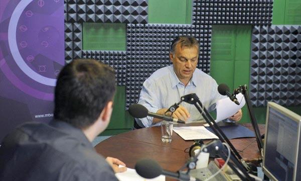 Dans une interview accordée à la station de radio «Kossuth», Viktor Orban a souligné que Bruxelles non seulement devrait indemniser les producteurs, mais aussi changer fondamentalement la nature des sanctions actuelles. Ph : mno.hu