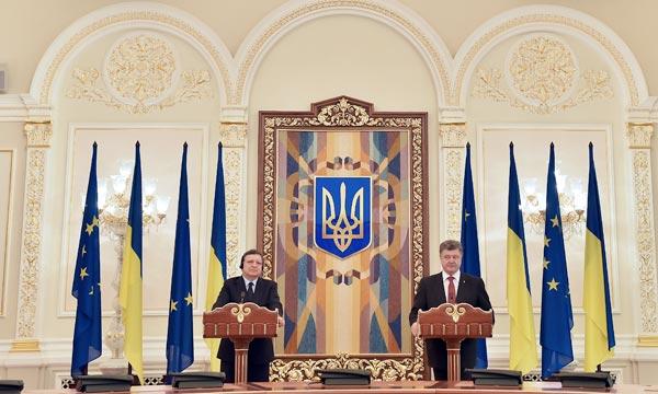 Le président ukrainien Petro Porochenko et le président de la Commission européenne José Manuel Barroso, lors d'une conférence de presse commune. Ph : AFP